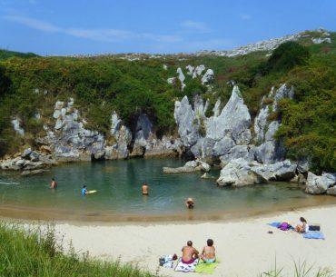 Playa de Gulpiyuri, Monumento Natural en LLanes