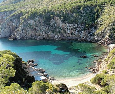cala d'en Serra. Playas y calas en Ibiza