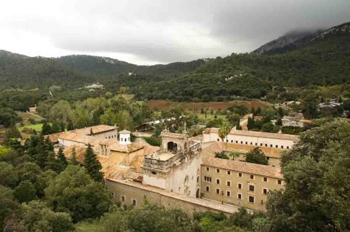 escorca-monasterio-lluc