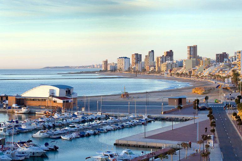 carrer_de_la_mar-playa y puerto_el_campello